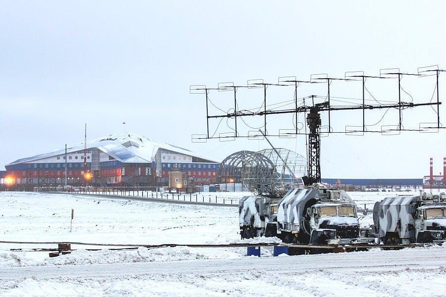 Instalação de radar móvel perto da Base Aérea de Nagurskoye. (Fonte: Ministério da Defesa da Federação Russa)