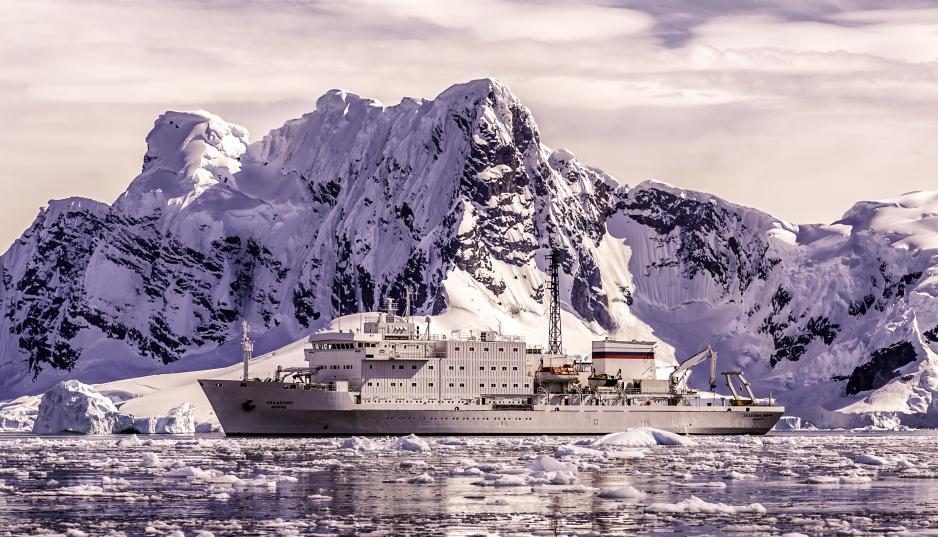 Arctic Cruise Ship Runs Aground In Canada S Northwest Passage